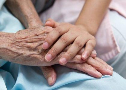Droit des personnes en fin de vie : comment les pharmaciens peuvent s'impliquer
